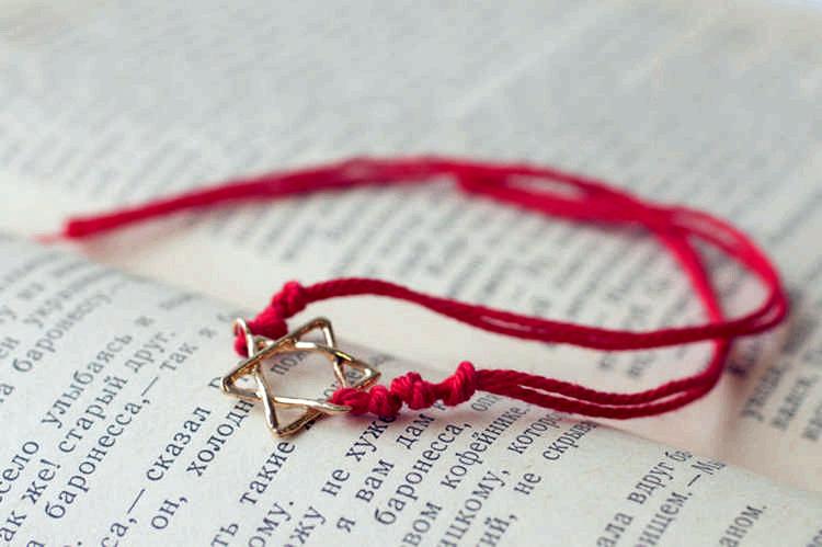 Червона нитка на зап ясті  що означає і як правильно носити ... c123499f0ab2e